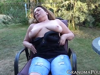 busty old lady rubbing pussy in outdoor masturbation solo