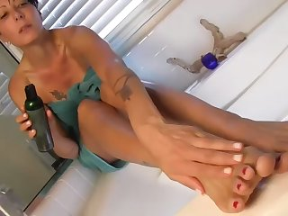 zoey holloway rubbing her oily feet